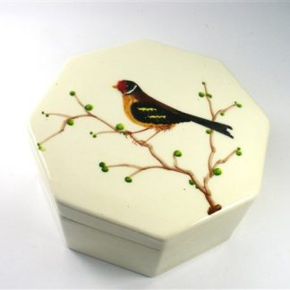 Stenen bakje met vogel