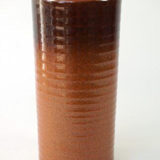 Bruine vaas met ribbels