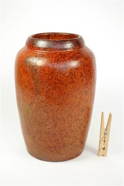 Bruine spikkeltjes vaas